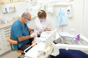 הצוות והמרפאה. השתלת שיניים במרפאת שיניים של ד''ר אילנית לופו בכפר סבא